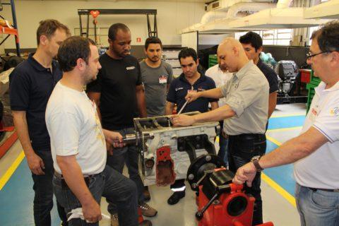 LiuGong e Cummins Brasil realizam treinamento técnico sobre motores para equipamentos pesados